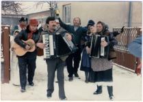 Poklade 9.2.1986, u dvorištu obitelji Marošević